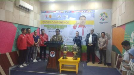 Mudjo Suwarno, selaku Ketua Perkumpulan Akademi Golf Indonesia (PAGI) saat konferensi pers di Kantor Kemenpora. - INDOSPORT