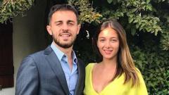 Indosport - Alicia Verrando adalah kekasih Bernardo Silva yang jago banyak bahasa.
