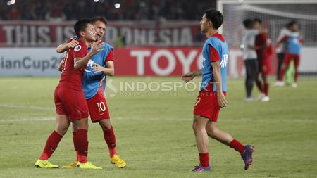 Egy Maulana, Syahrian Abimanyu, dan Hanis menangis haru usai lolos ke perempatfinal Piala Asia U-19 2018. - INDOSPORT