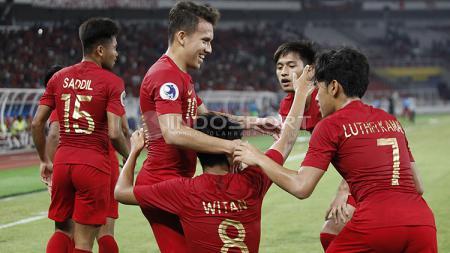 Para pemain Timnas Indonesia U-19 merayakan gol yang diciptakan Witan Sulaeman ke gawang UEA U-19 - INDOSPORT