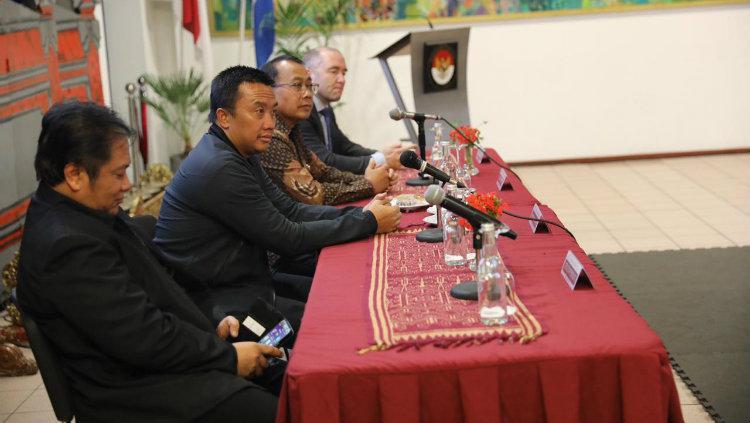 Menpora Imam Nahrawi dalam pertemuan Federasi Pencak Silat dunia di Belanda. Copyright: Kemenpora