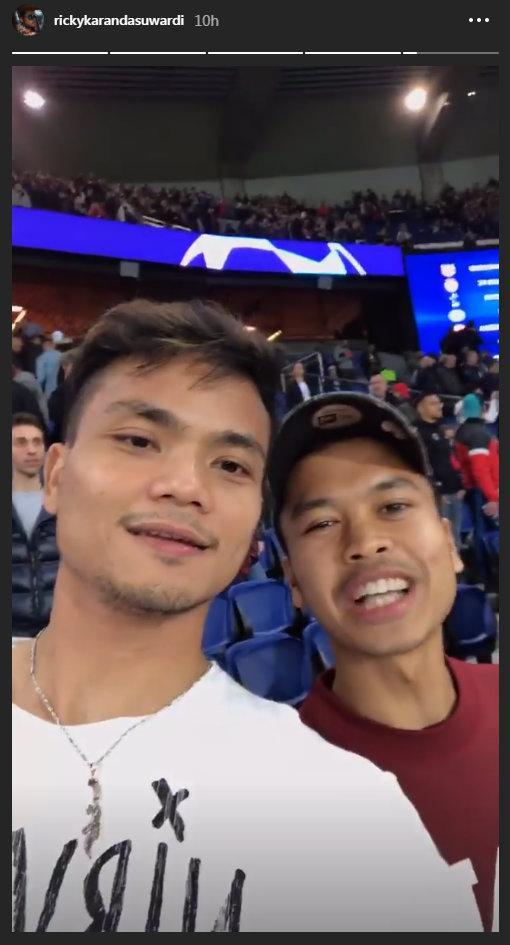 Tersingkir dari French Open, Anthony Ginting dan Ricky Karanda pilin nonton Liga Champions. Copyright: Instagram Ricky Karanda Suwardi