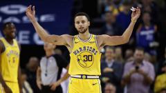 Indosport - Stephen Curry ketika bermain untuk Golden State Warriors.