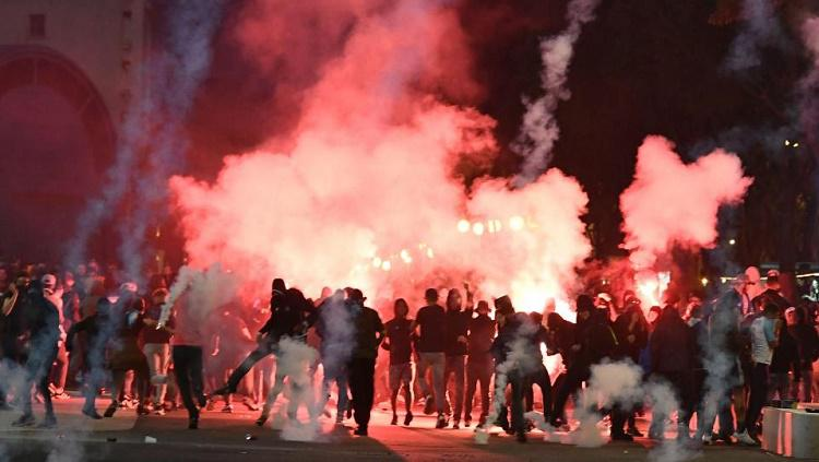 Ultras Lazio dan Marseille saling serang Copyright: AFP