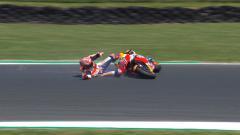 Indosport - Marc marquez terjatuh di sesi latihan MotoGP Australia 2018.