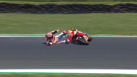 Marc marquez terjatuh di sesi latihan MotoGP Australia 2018. - INDOSPORT