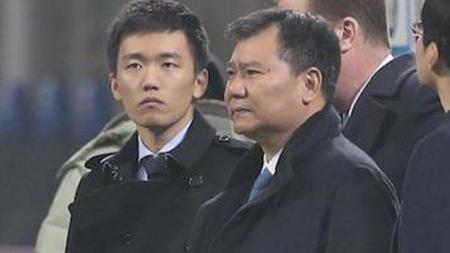 Steven Zhang (kiri) dan ayahnya, pemilik Sunning Group, yang menjabat sebagai presiden Inter Milan. - INDOSPORT