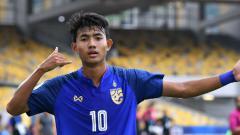Indosport - Pemain Thailand, Suphanat Mueanta, siap bobol gawang Timnas Indonesia U-23 di SEA Games 2019.