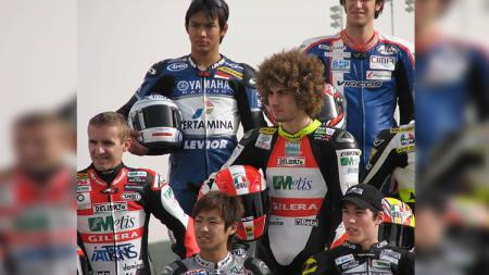 Pembalap Indonesia, Doni Tata Pradita, pernah bareng mendiang Marco Simoncelli. - INDOSPORT