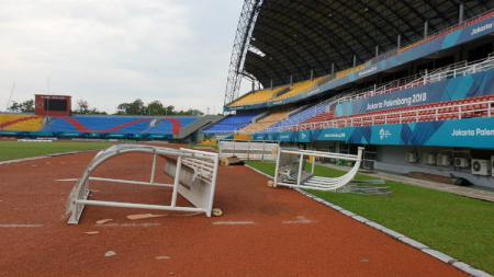 Stadion Gelora Sriwijaya, Palembang rusak usai diterjang angin kencang, Sabtu (27/10/18). - INDOSPORT
