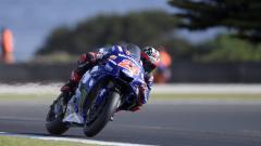 Indosport - Maverick Vinales saat dalam lintasan balap