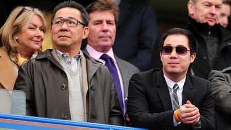 Bos Leicester City, Vichai Raksriaksorn dan anaknya, Aiyawatt Raksriaksorn. - INDOSPORT