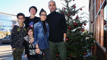 Pep Guardiola dan Keluarga - INDOSPORT