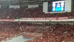 Indosport - Koreografi dari dukungan suporter Timnas Indonesia di GBK.
