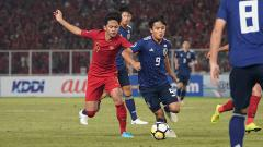 Indosport - Saghara kawal ketat pemain Jepang, Takefusa Kubo.