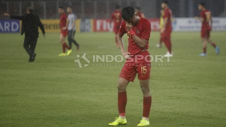 Saddil Ramdani menundukkan kepala setelah Timnas Indonesia U-19 kalah dari Jepang U-19. - INDOSPORT