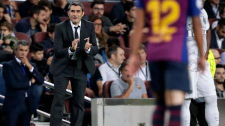 Pelatih klub Liga Spanyol, Barcelona, Ernesto Valverde, nampaknya telah mengikhlaskan kepergian salah satu anak asuhnya, Ivan Rakitic. - INDOSPORT