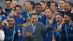 Indosport - Vichai Srivaddhanaprabha (tengah) saat Leicester City menjuarai Liga Primer Inggris.