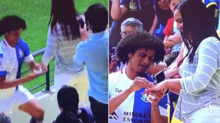 Striker liga Chile merayakan sebrasinya dengan cara melamar sang kekasih - INDOSPORT