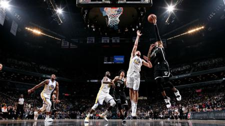 Situasi pertandingan Golden State Warriors v Brooklyn Nets. - INDOSPORT