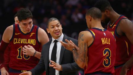 Tyronn Lue saat masih menangani Cleveland Cavaliers. - INDOSPORT