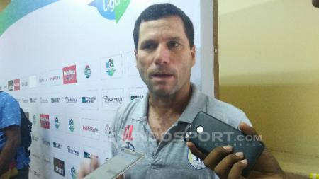 Pelatih Persipura, Oswaldo Lessa. - INDOSPORT