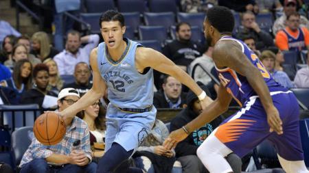 Yuta Watanabe memulai debutnya di NBA bersama Memphis Grizzlies. - INDOSPORT
