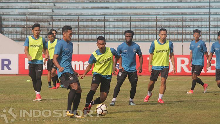 Skuat PSIS Semarang melakukan latihan. Copyright: INDOSPORT/Ronald Seger