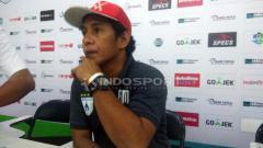 Indosport - Asisten manajer Persipura, Bento Madubun.