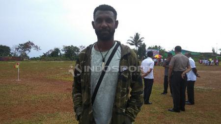Rudolof Yanto Basna, pemain sepak bola asal Papua yang kini berkarier di Thailand. - INDOSPORT