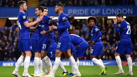 Para pemain Chelsea berselebrasi usai Cesc Fabregas mencetak gol ke gawang Derby County. - INDOSPORT