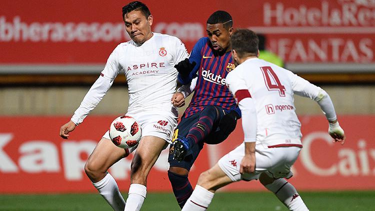 Malcom diapit dua pemain Cultural Leonessa. Copyright: Getty Images/Octavia Passos