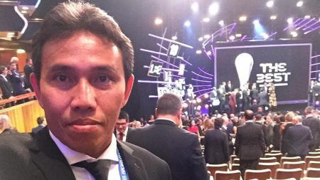Bima Sakti saat menghadiri pemain terbaik FIFA 2018 - INDOSPORT