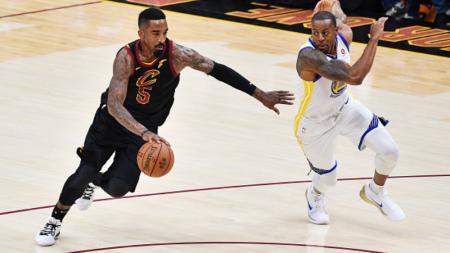 Earl Jr. Smith (kiri) eks pemain Cavaliers yang diminati LA Lakers. - INDOSPORT