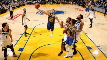 Stephen Curry dalam laga NBA Golden State Warriors vs Minnesota Warriors. - INDOSPORT