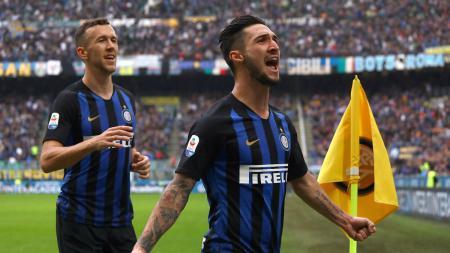 Pelatih baru klub Serie A Italia AC Milan, Stefano Pioli, dikabarkan menginginkan servis gelandang Inter Milan, Roberto Gagliardini, pada bursa transfer bulan Januari 2020. - INDOSPORT