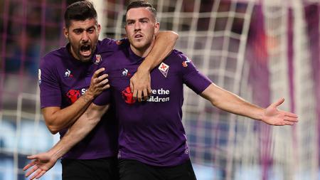 Jordan Veretout (kanan) saat mencetak gol ke gawang AS Roma melalui titik penalti. - INDOSPORT