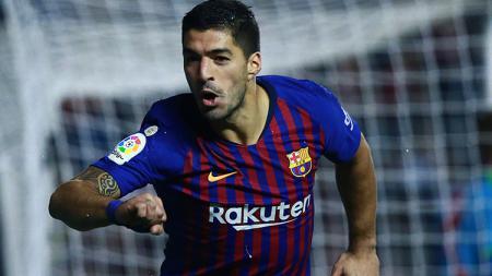 Luis Suarez berselebrasi usai mencetak gol ke gawang Rayo Valecano. - INDOSPORT