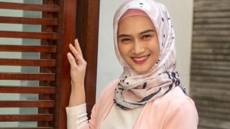 Melody Nurramdhani Laksani kini mantab untuk berhijab. - INDOSPORT
