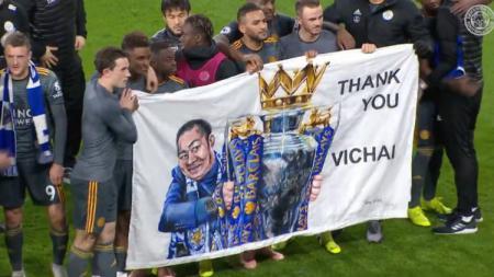 Leicester City berikan penghormatan untuk mendiang Srivaddhanaprabha. - INDOSPORT