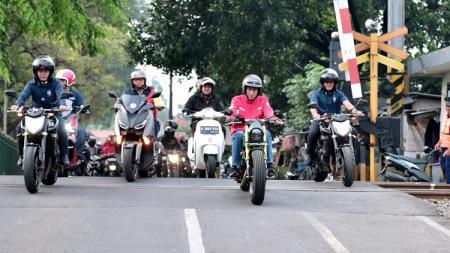 Naik Motor, Presiden Jokowi Blusukan ke Pasar Anyar di Tangerang. - INDOSPORT