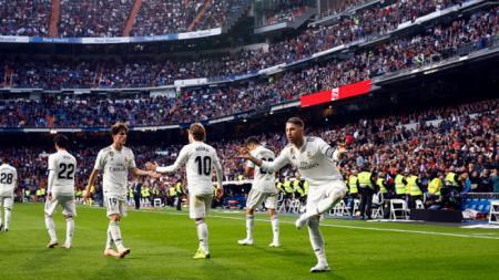 Sergio Ramos berselebrasi pasca mencetak gol ke gawang Real Valladolid. - INDOSPORT