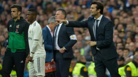 Santiago Solari (kanan) di laga Real Madrid vs Real Valladolid. - INDOSPORT