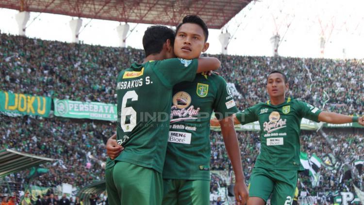 Selebrasi Fandi Eko, usai membobol gawang Persija Jakarta. Copyright: Fitra Herdian/Indosport.com