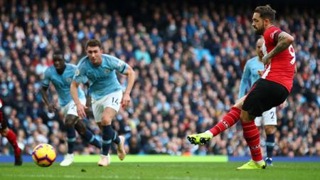 Posisi Jamie Vardy di puncak top skor sementara Liga Inggris 2019/20 dibayangi oleh rekan senegaranya, Danny Ings. - INDOSPORT