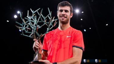 Karen Khachanov memenangkan Paris Masters 2018 setelah menumbangkan Novak Djokovic. - INDOSPORT