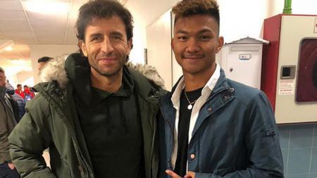 Pemain muda Indonesia yang berkarier di luar negeri, Nicholas Pambudi berjumpa eks pelatih Timnas Indonesia Luis Milla. - INDOSPORT