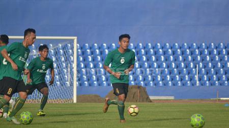 Bek Sriwijaya FC, Samuel Christianson Simanjuntak sudah bergabung di sesi latihan. - INDOSPORT
