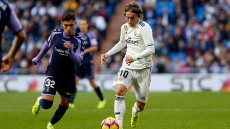 Luka Modric saat melawan Real Valladolid - INDOSPORT