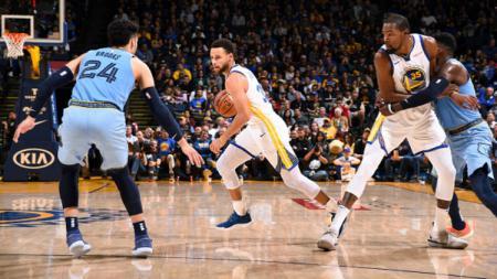 Pertandingan NBA Golden States Warriors vs Memphis Grizzlies. - INDOSPORT